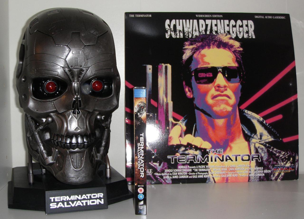 terminator-skull-dvd-player